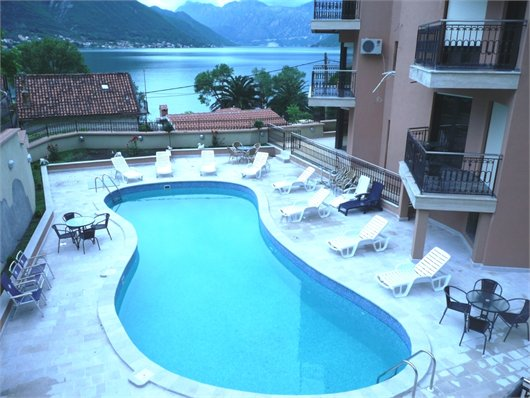Beautiful  waterfront apartment with swimming Pool in Dobrota